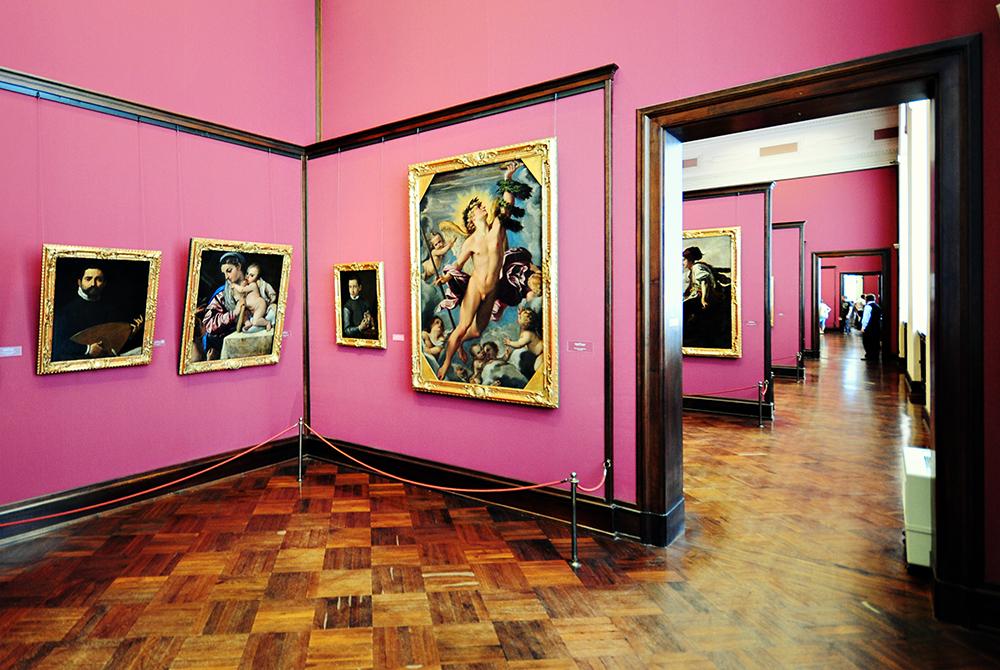Один_из_залов,_Дрезденская_картинная_галерея,_Дрезден